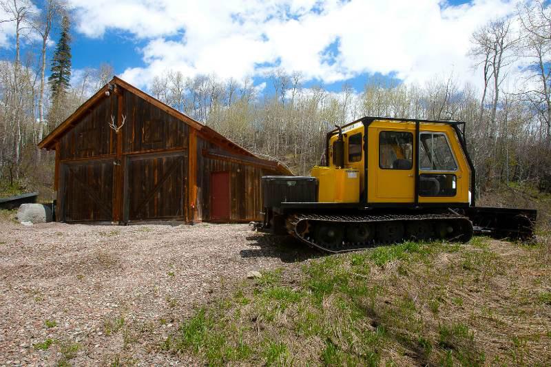 xfs_800x534_s68_Snowcat garage 20110527 Marble cabin
